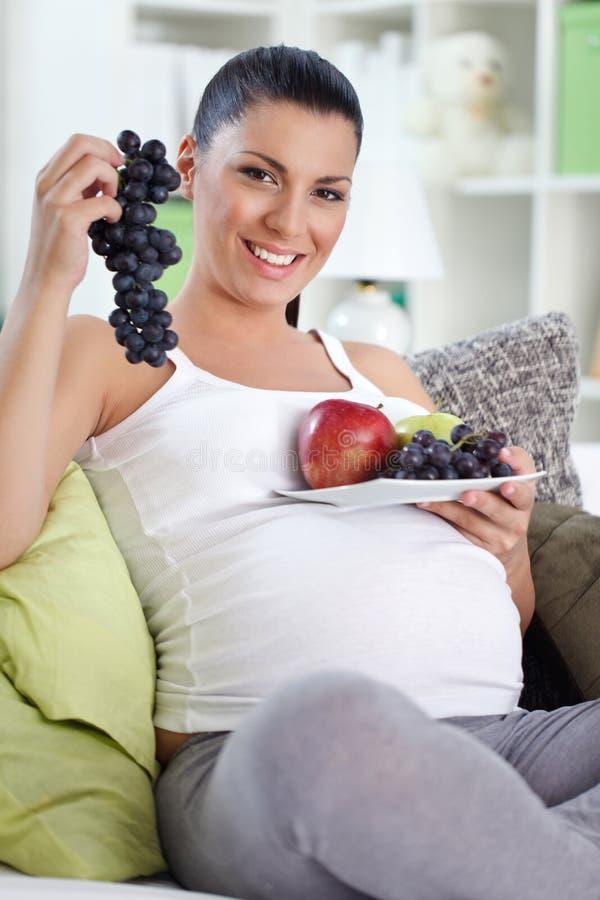 Беременность с здоровой едой стоковое фото rf