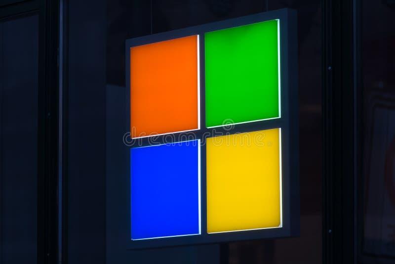 Берлин, Бранденбург/Германия - 22 12 18: Майкрософт подписывает внутри Бер стоковые изображения
