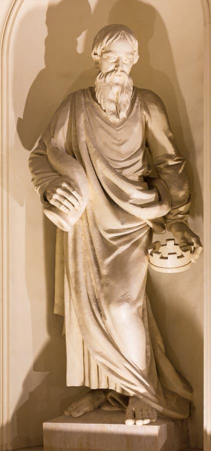 БЕРЛИН, ГЕРМАНИЯ, 12 -ГО ФЕВРАЛЬ -, 2017: Статуя пророка Самюэля на фасаде Dom Deutscher церков стоковое фото rf