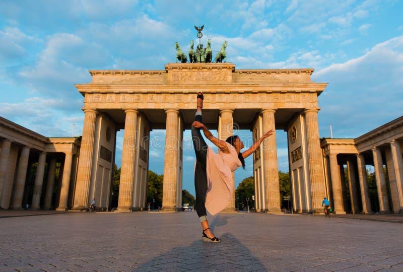 Берлин, Германия - 06 09 2018 Известные ворота Brandenburger стоковое фото rf