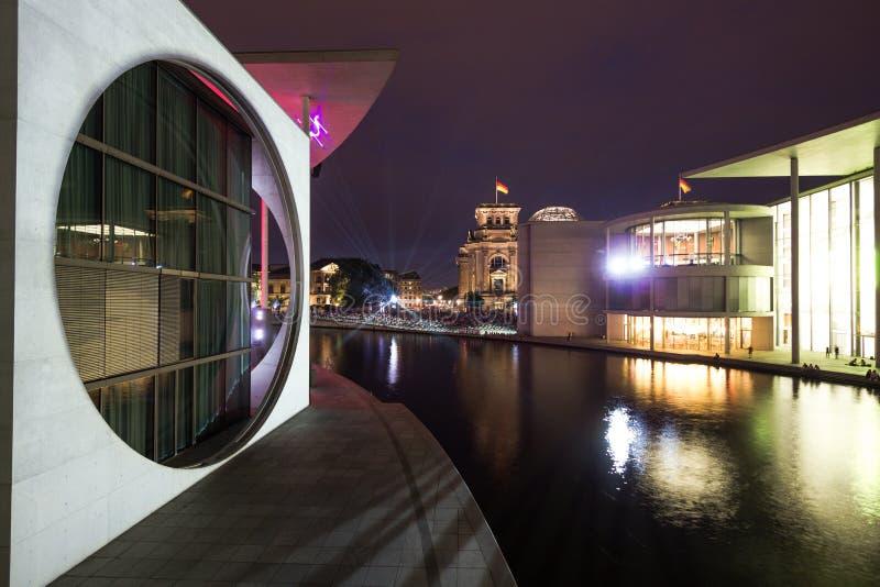 7 8 2018 БЕРЛИН, ГЕРМАНИЯ - Берлин, Германия - Мари-Elisabeth-Lueders-Haus в районе правительства Берлина с неопознанным стоковое фото