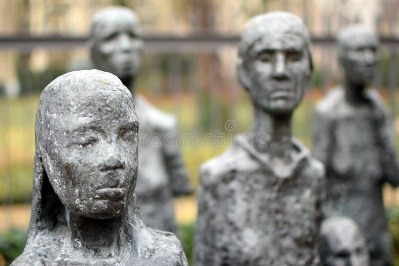 БЕРЛИН, ГЕРМАНИЯ - 16-ое декабря 2017: Деталь жертв ` скульптуры ` s Lammert воли еврейских ` фашизма стоковые фотографии rf