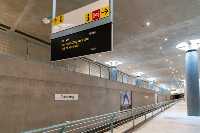 Берлин, Германия - 7-ое июля 2019: платформа 2 на станции метро стоковое изображение