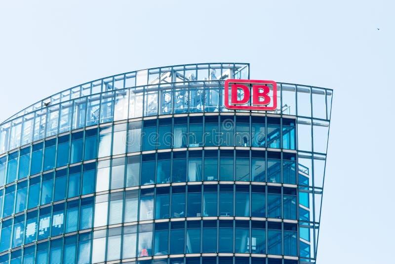 БЕРЛИН, ГЕРМАНИЯ - 22-ОЕ ИЮНЯ 2016: Штабы Deutsche Bahn стоковые изображения rf