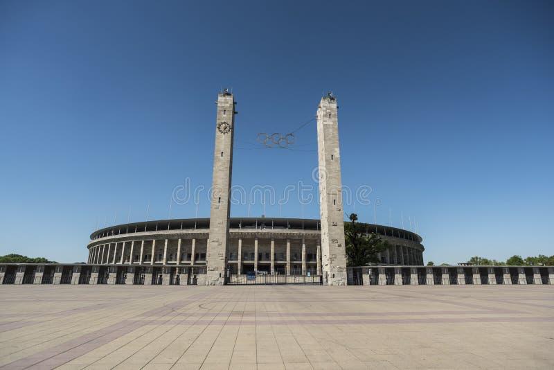 БЕРЛИН, ГЕРМАНИЯ, 8-ОЕ МАЯ 2018: Вход Olympiastadion в Берлин, стоковая фотография rf