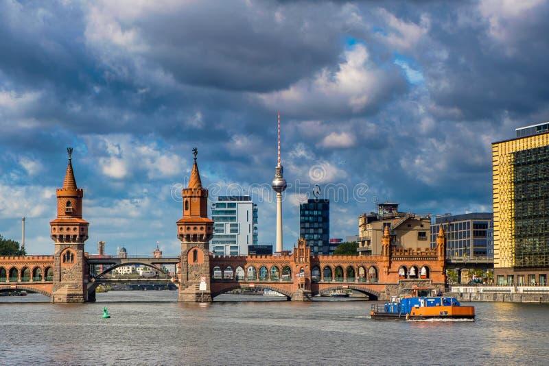 БЕРЛИН, ГЕРМАНИЯ - 21-ое сентября 2015 - река оживления в внутренней стоковое фото rf