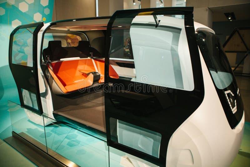 Берлин, Германия 15-ое февраля 2018: Форум Volkswagen Group автосалона Новое понятие driverless автомобиля от Фольксвагена _ стоковое изображение rf