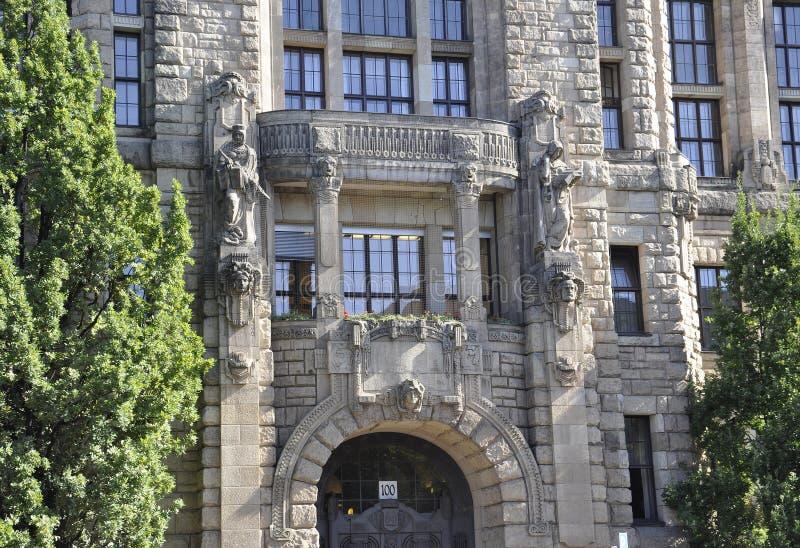 Берлин, Германия 27-ое августа: Детали Charlottenburg Wilmersdorf Rathaus в Берлине стоковое фото rf