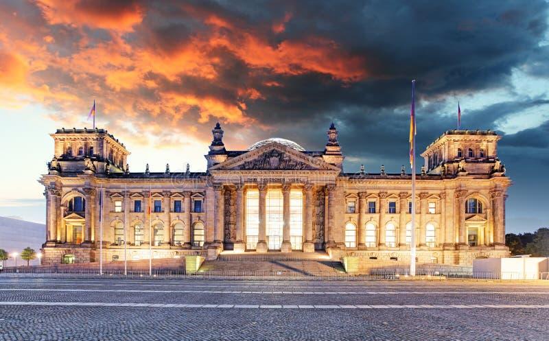 Берлин - Reichstag и восход солнца, Германия стоковая фотография rf
