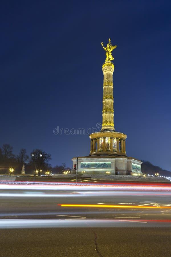 Берлин Siegessaule на ноче стоковые фотографии rf