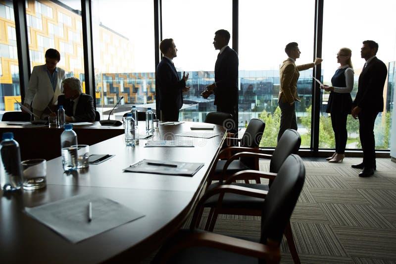 Беседа в конференц-зале стоковые фото