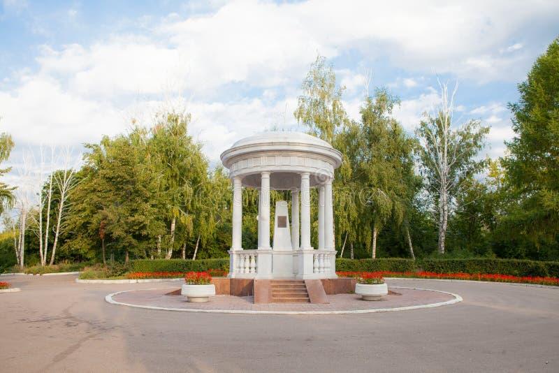 Беседк-памятник Ulyanovsk Simbirsk России 8-ое августа 2013 к I A Goncharov стоковые изображения