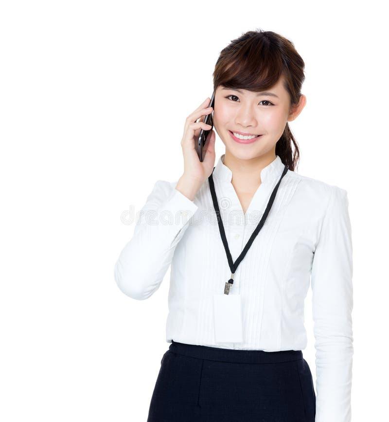 Беседа бизнес-леди Азии к черни стоковые фотографии rf