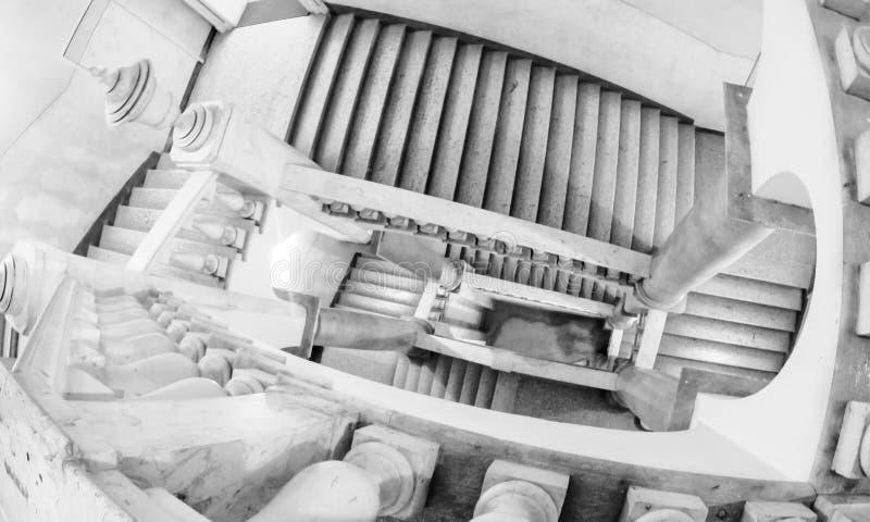 Бесконечная лестница итальянского музея стоковое фото rf