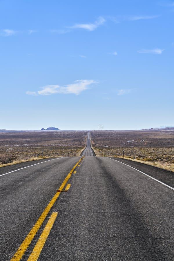 Бесконечная дорога в Юте, каньоне приземляется парк нации стоковая фотография
