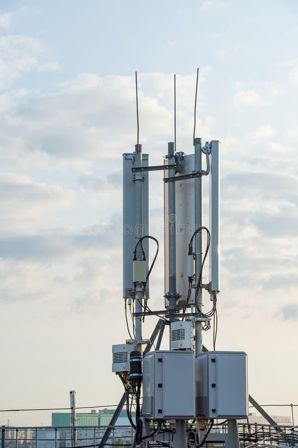 Беспроволочное оборудование радиосвязей с антеннами участка и a стоковые фото