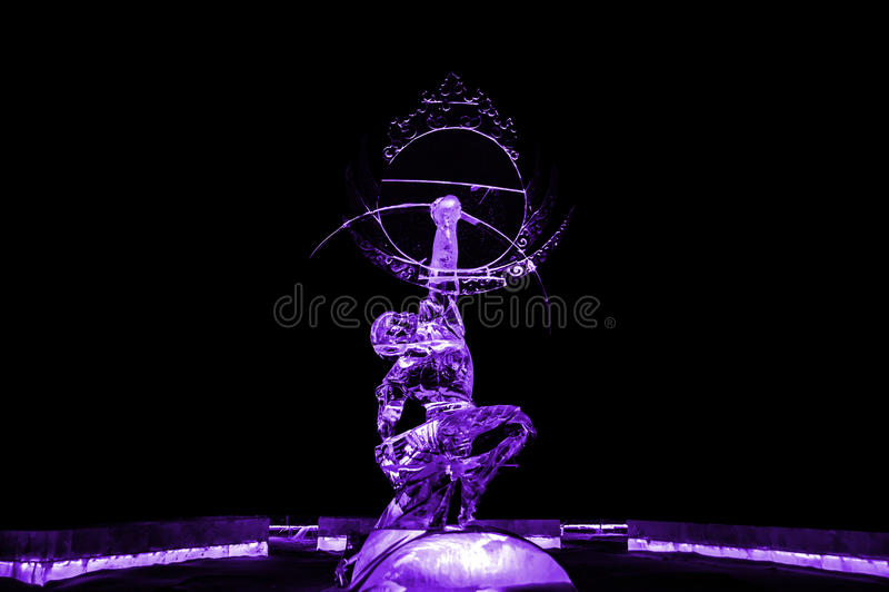 Бессмертный пурпур ледяной скульптуры Kuafu стоковые фото