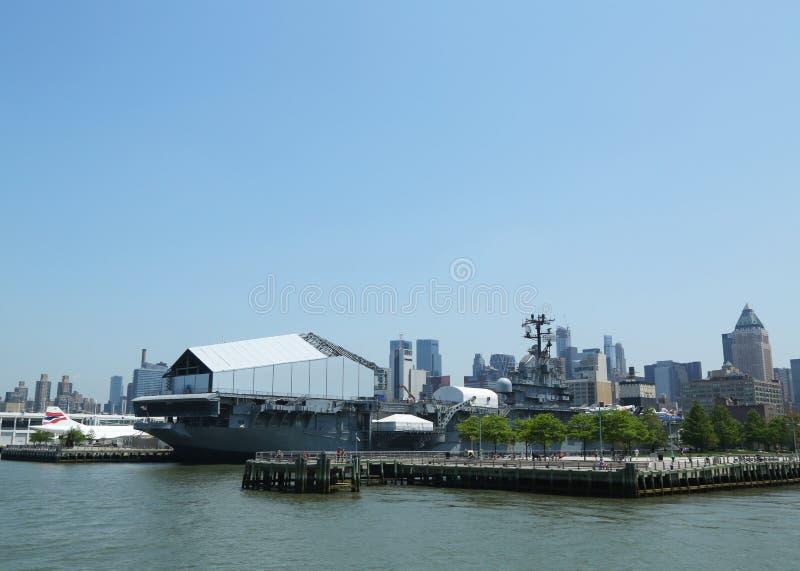 Бестрепетный музей моря, воздуха и космоса в Нью-Йорке стоковые фотографии rf