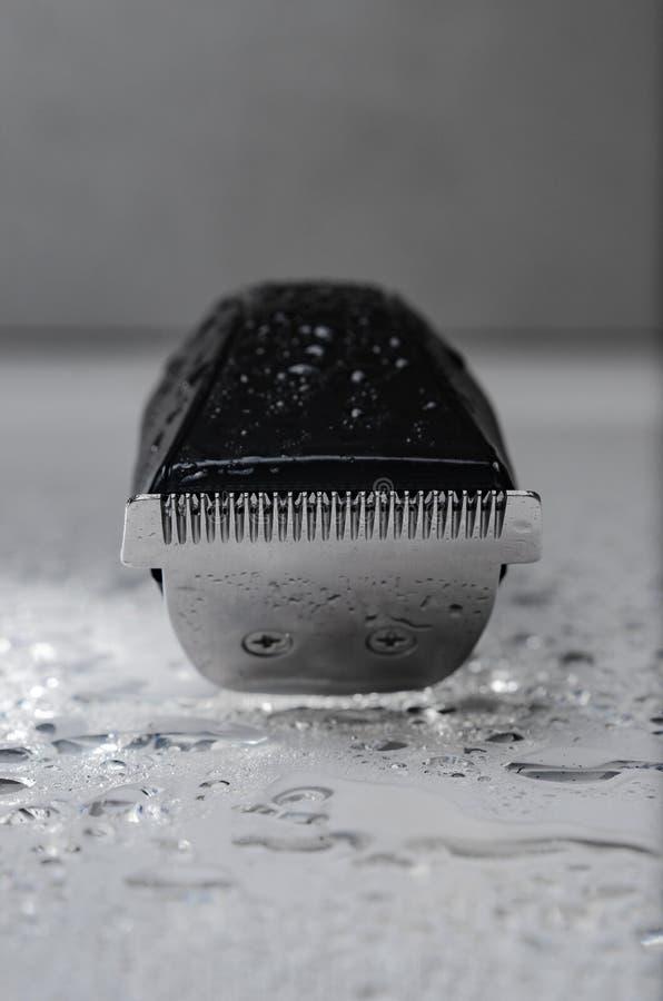 Бесшнуровая черная электробритва стоковое изображение
