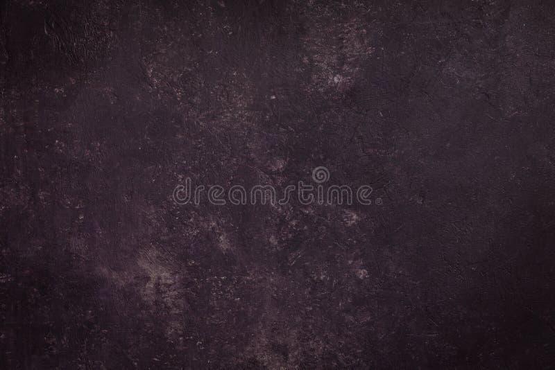 Бетонная стена темного пурпурного цвета, предпосылки текстуры цемента стоковое фото rf