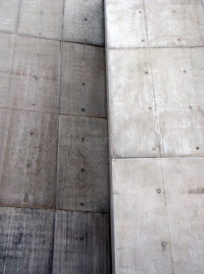 Бетонные стены текстурированные бросанием серые с углом стоковое изображение