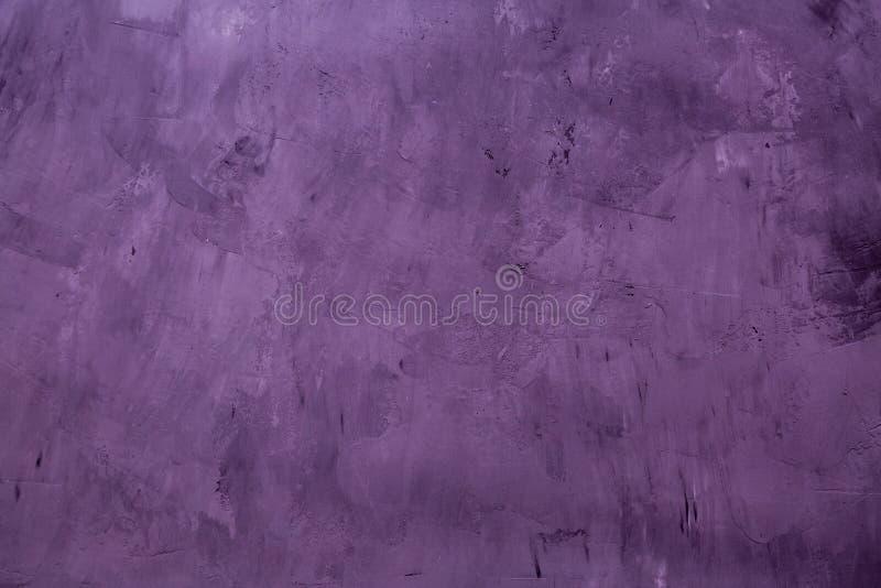 Бетон искусства или каменная текстура для предпосылки в пурпурном цвете Стена цемента и песка года сбора винограда тона E стоковые фото