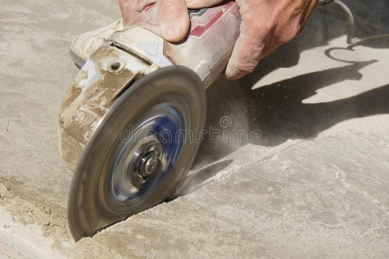 Бетон угловой машины режа или ведя счет стоковые фотографии rf