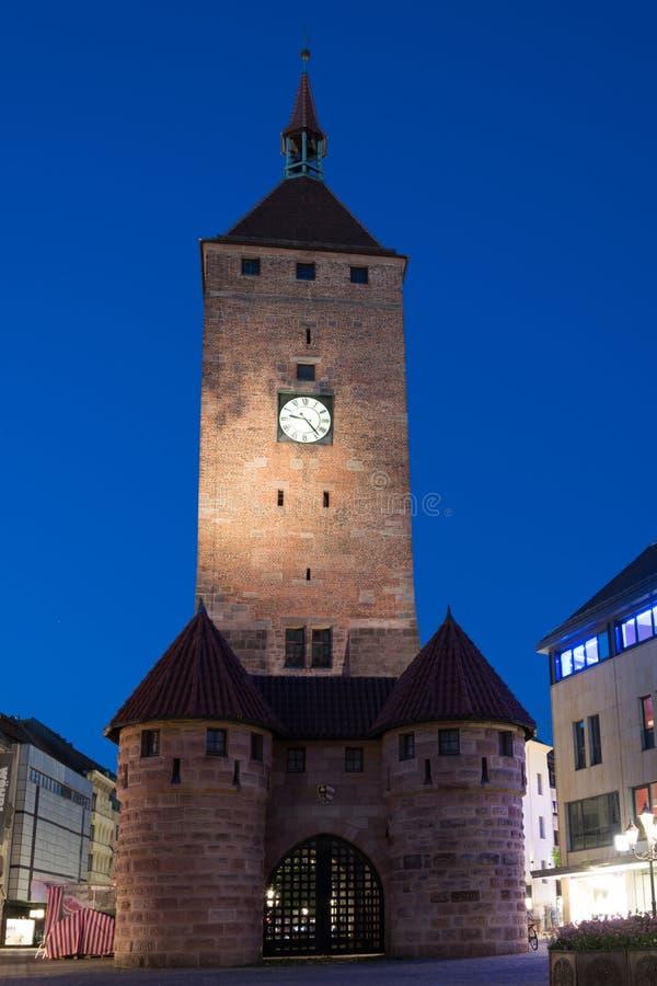 Белая башня Weißer Turm в старом городке Нюрнберга, Ger стоковые изображения