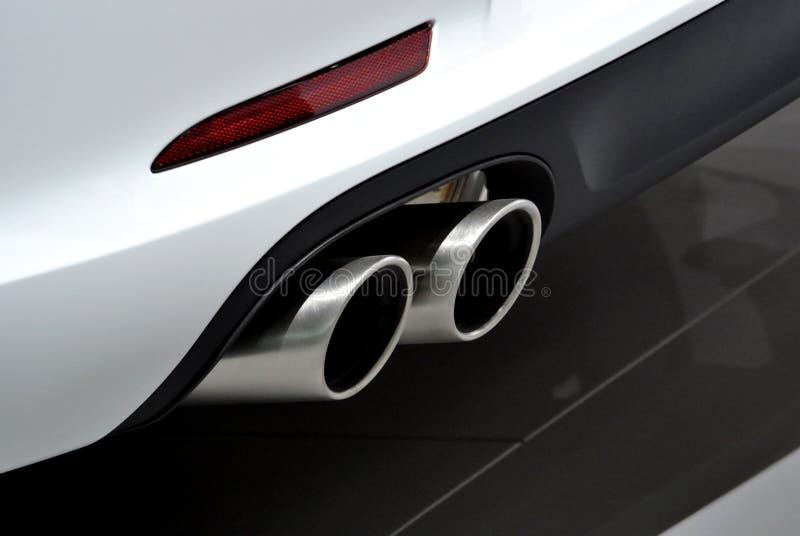 Белая выхлопная труба автомобиля стоковое фото rf