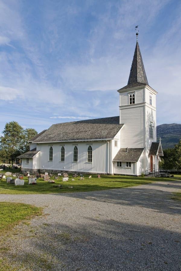 Белая деревянная церковь стоковая фотография rf