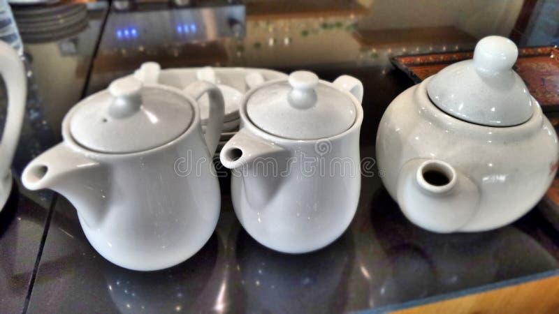 Белая линия чайника стоковое изображение