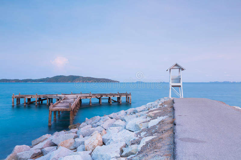 Белая личная охрана над горизонтом seascape береговой линии стоковые фотографии rf