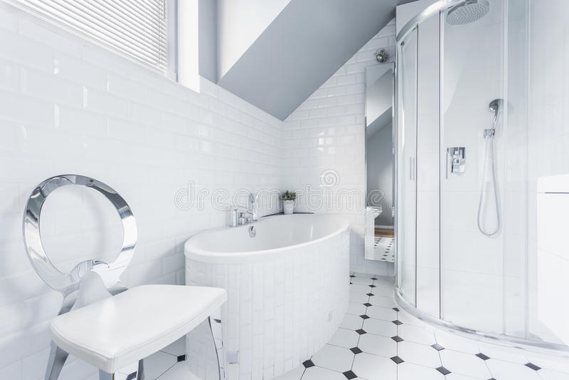 Белая идея дизайна ванной комнаты стоковая фотография rf