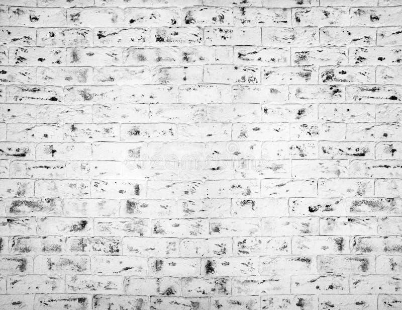 Белая кирпичная стена предпосылка всходит на борт горизонтальной текстуры узловатой сосенки иллюстрация вектора