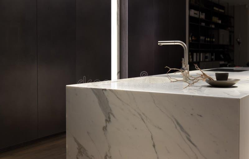 Белая мраморная кухня стоковое изображение