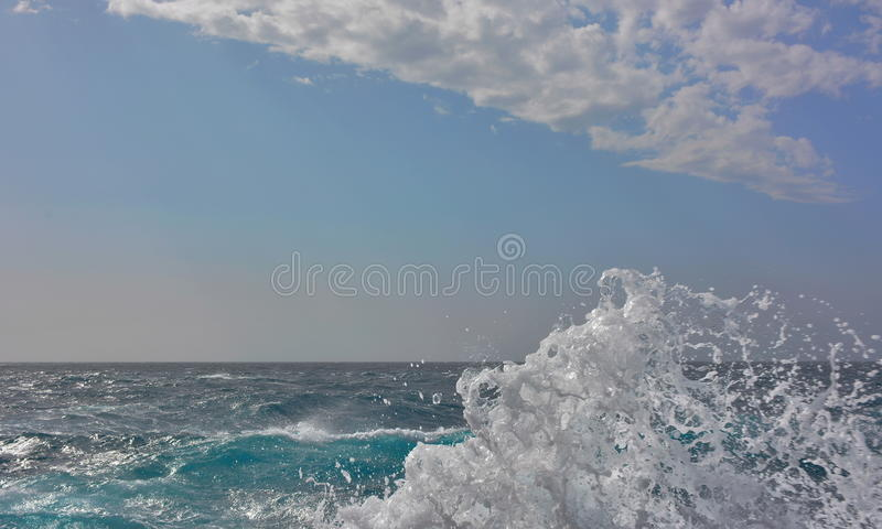 Белая океанская волна стоковые изображения rf