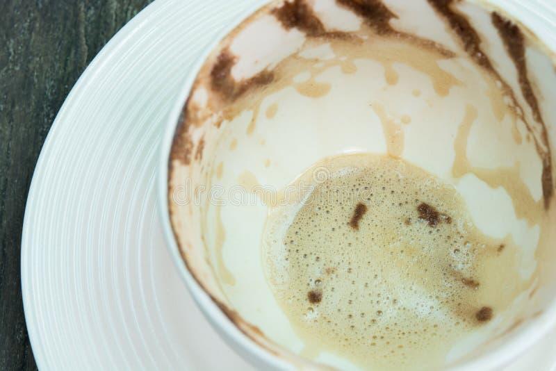 Download Белая отделка пены чашки кофе Стоковое Изображение - изображение насчитывающей grunge, чашка: 37930075