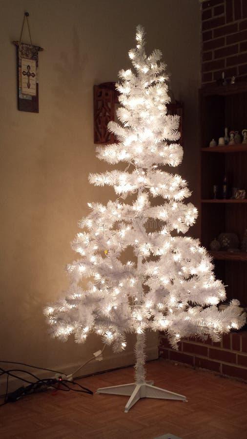 Белая рождественская елка (простая) стоковое изображение
