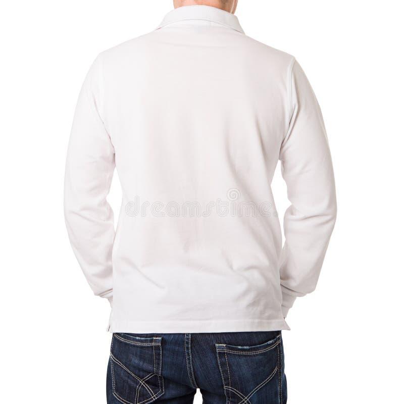 Белая рубашка поло с длинным рукавом на молодом человеке стоковое фото rf