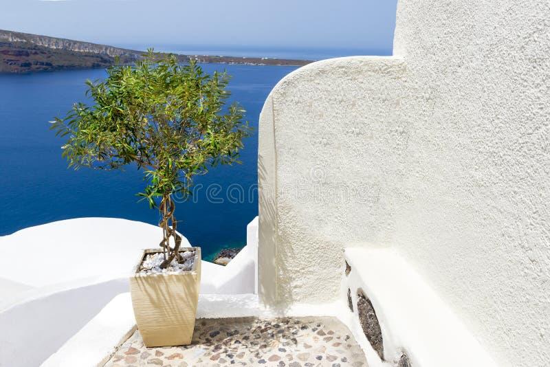 Белая церковь в Santorini, Греции стоковое фото rf
