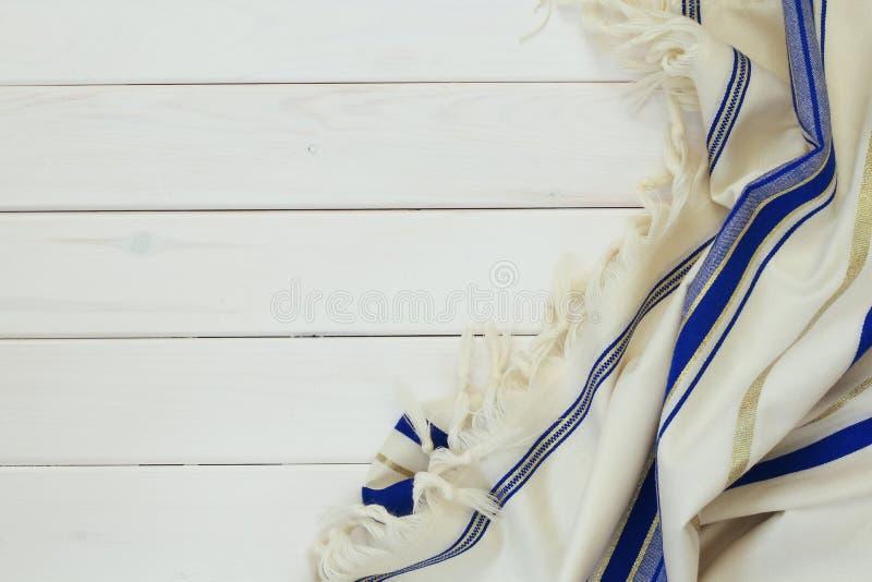 Белая шаль молитве - Tallit, еврейский религиозный символ стоковые изображения rf