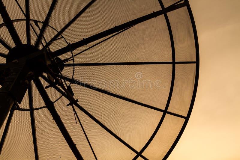 белизна вектора тарелки изолированная иллюстрацией спутниковая стоковое фото rf