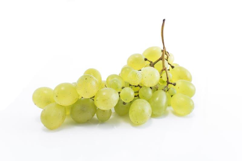 белизна виноградин изолированная зеленым цветом стоковое фото rf