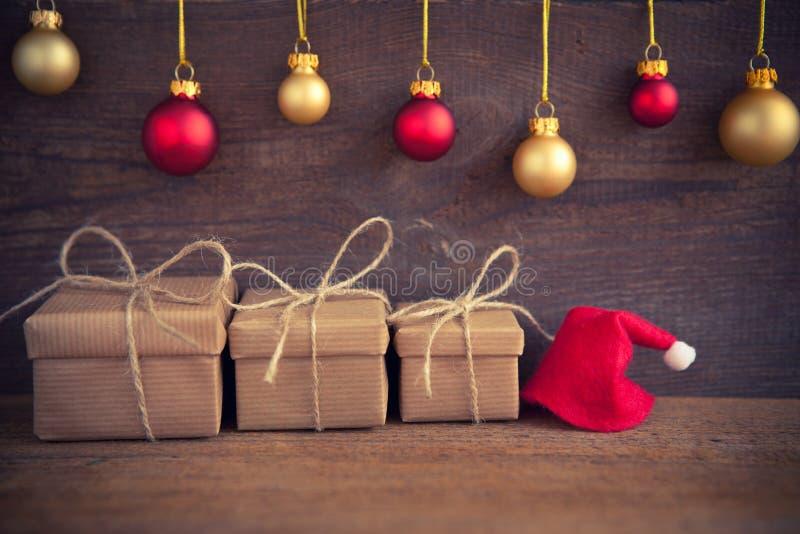 белизна изоляции подарков рождества стоковое фото