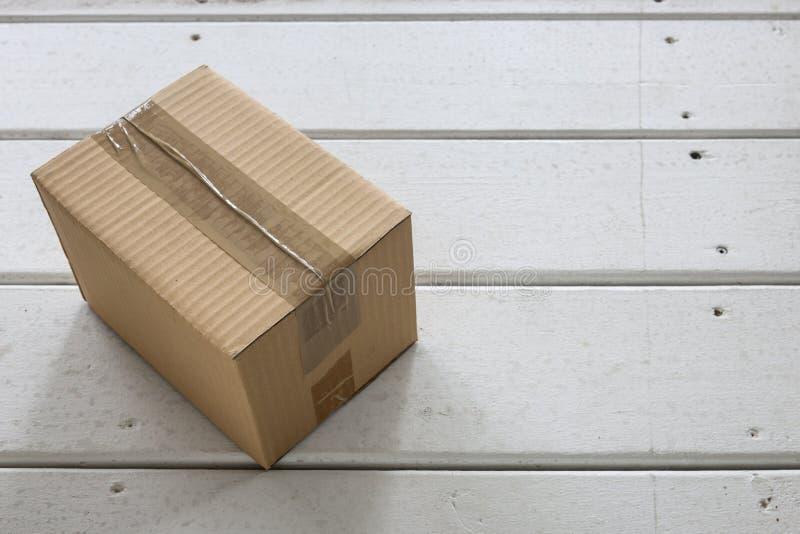 белизна коробки изолированная поставкой стоковые фото
