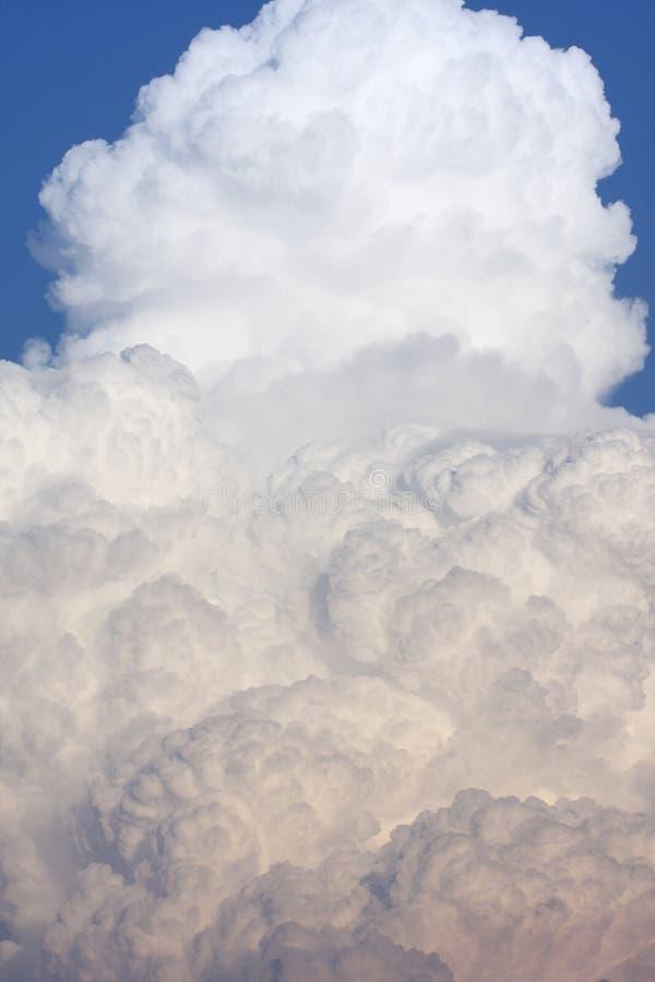Download белизна облака стоковое изображение. изображение насчитывающей небо - 40581205