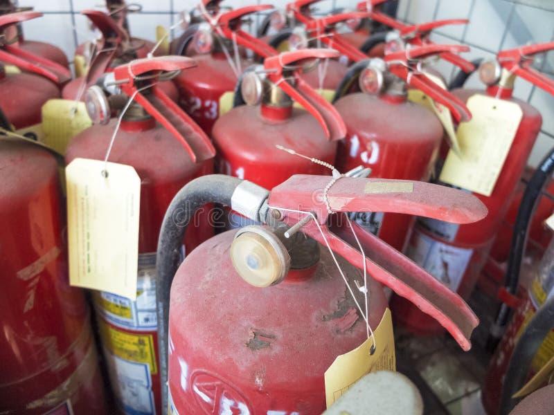 белизна пожара гасителя предпосылки 3d изолированная изображением стоковое фото