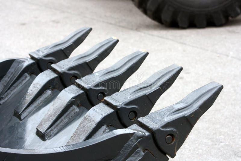 белизна предмета машинного оборудования конструкции предпосылки изолированная землечерпалкой стоковая фотография rf