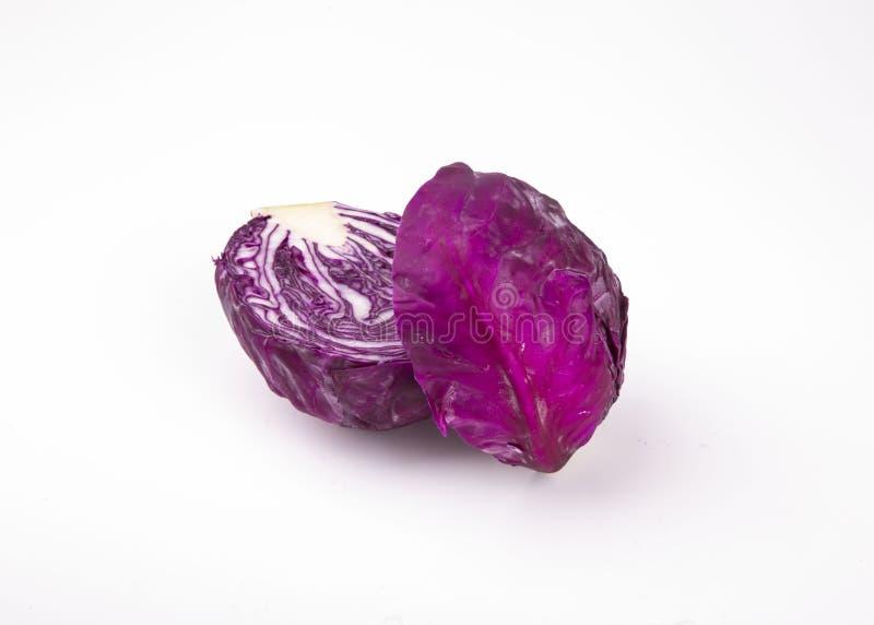 белизна предпосылки изолированная капустой пурпуровая стоковое изображение