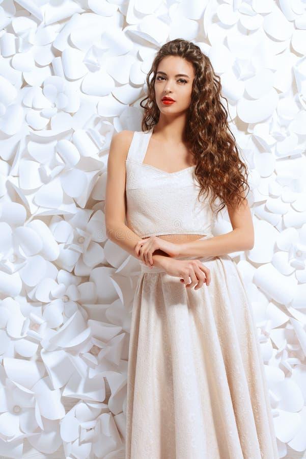 Белизна платья стоковые изображения